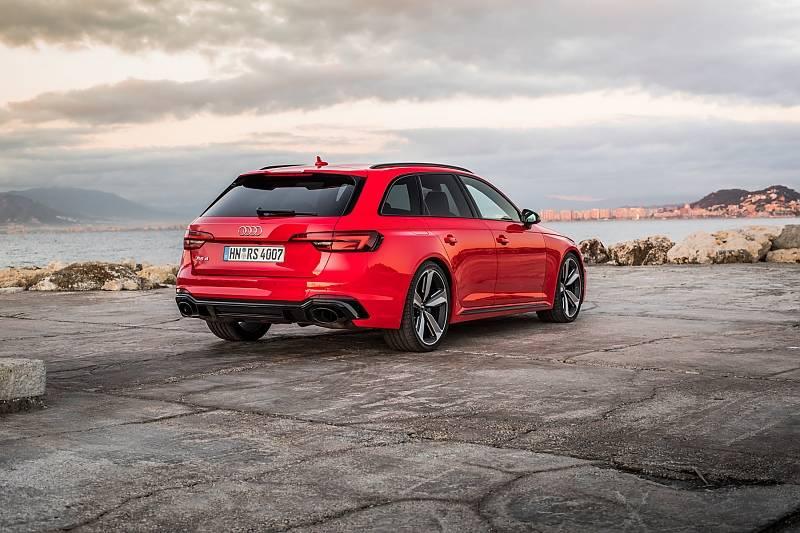 Audi RS4 Avant - die ausgestellten Backen stehen ihm gut