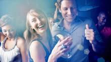 Junge Frauen feiern auf einer Party