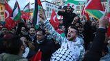 Israelische Flaggen bei Protesten in Berlin verbrannt