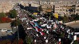 Israel-Proteste: Anhänger der Bürgerkriegspartei Huthi demonstrieren in Jemens Hauptstadt Sanaa
