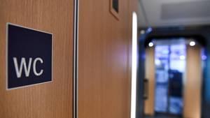 Eine Zugtoilette (Symbolfoto)