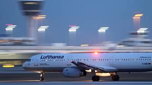 Lufthansa-Maschine am Flughafen in München