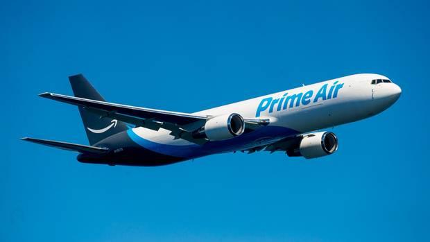 """Die """"Amazon One"""", eine Boeing 767, ist das erste Frachtflugzeug, das Amazon mit dem Logo seiner Marke hat lackieren lassen"""