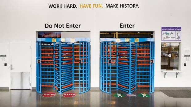 Mitarbeitermotivation am Eingang in Kent: viel Spaß!