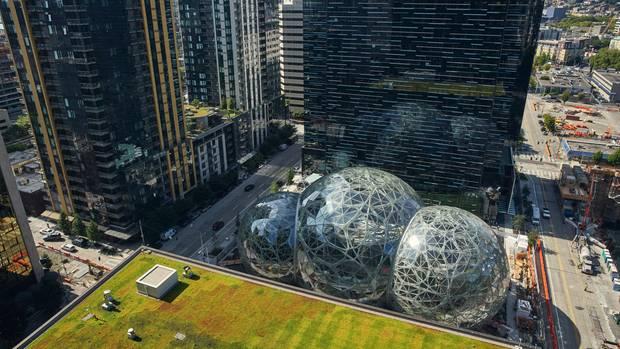 Vor der Zentrale lässt Jeff Bezos eine Biosphäre bauen