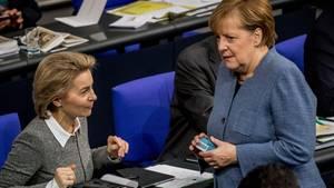 Ursula von der Leyen und Angela Merkel im Parlament: Bundeswehr-Einsätze verlängert