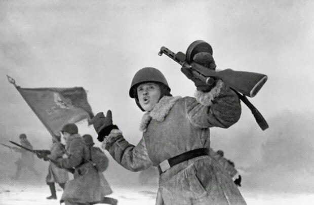 Sturmangriffe der Roten Armee erfolgten auch Ende 1942 noch in dichten Reihen.