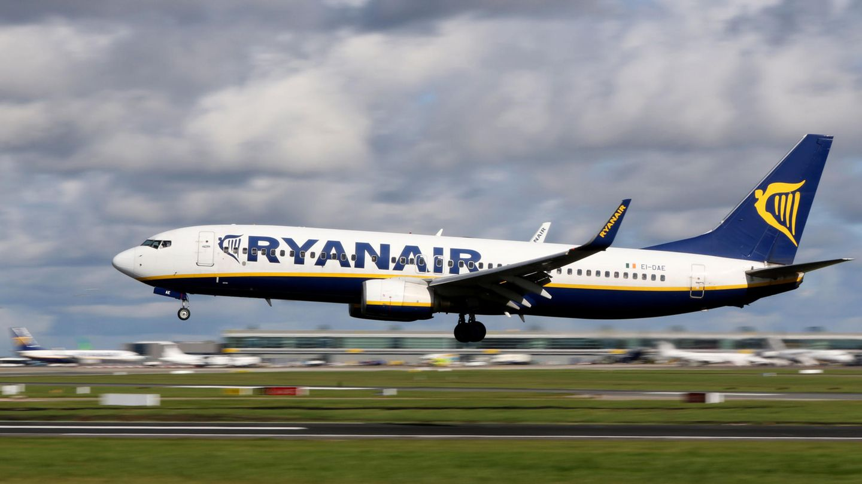 Eine Boeing 737 des irischen Billigfliegers Ryanair in Dublin