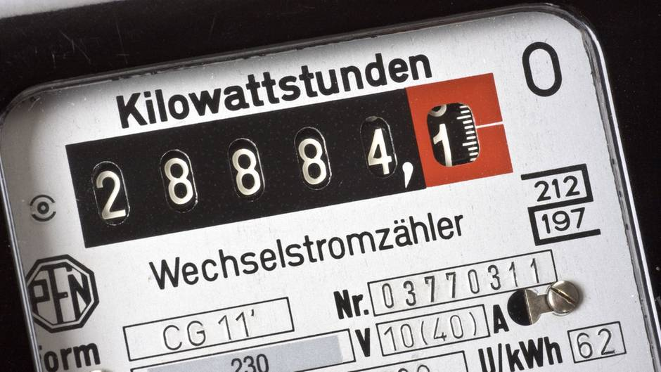 Eigentlich müsste Strom für Kunden derzeit günstiger werden. Doch die Realität sieht oft anders aus.