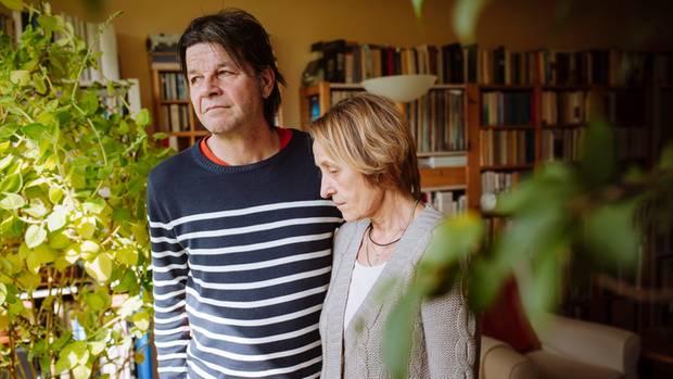 Detlef und Joanna Moll sind voller Erinnerungen, viele von ihnen schmerzen. Siehst du denn nicht, dass ich schon ein Wrack bin?, hat Jan Frederick seine Mutter einmal gefragt. Er fühle sich, als wäre er 80. Ob sie sich manchmal auch so alt vorkomme?