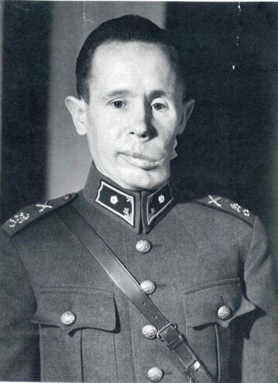 Simo Häyhä verlor einen Teil seines Kiefers und erlangte sein Sprachvermögen nie ganz wieder.