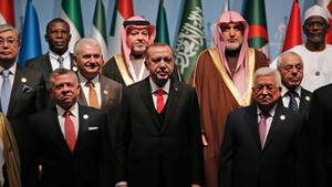 """""""Ich rufe die Staaten auf, die das internationale Recht verteidigen, das besetzte Jerusalem als die Hauptstadt Palästinas anzuerkennen"""", sagte Erdogan (M.) beim Sondergipfel Islamischer Staaten in Istanbul (Türkei)"""