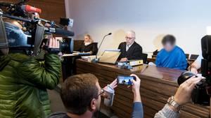 Der Angeklagte vor Gericht: Ihm wird Mord und besonders schwere Vergewaltigung vorgeworfen