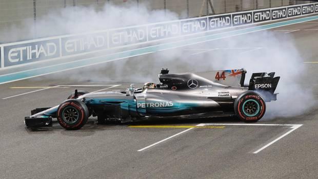 Lewis Hamilton und sein Mercedes feiern nach dem Rennen Ende November in Abu Dhabi ihren WM-Sieg