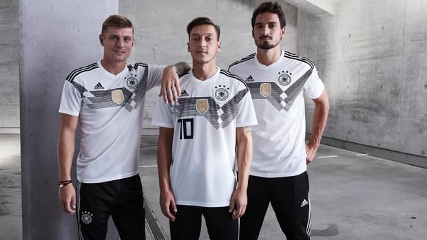 """""""Die großen Stars werden immer größer"""": Adidas verdient mit Trikots wie dem der deutschen Nationalelf Millionen"""