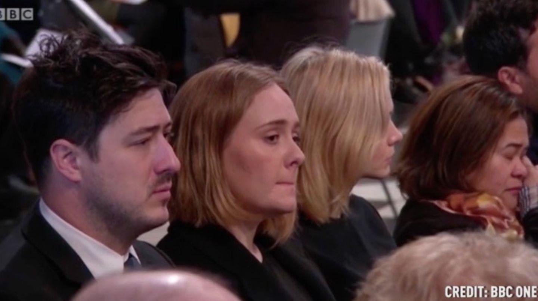Die Sängerin Adele und Carey Mulligan kämpfen mit den Tränen beim Grenfell Tower Gedenkgottesdienst