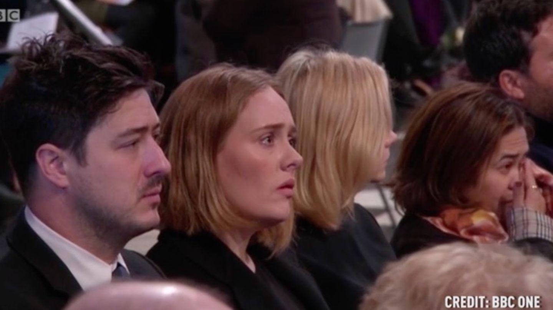 Die Sängerin Adele kämpft mit den Tränen beim Grenfell Tower Gedenkgottesdienst