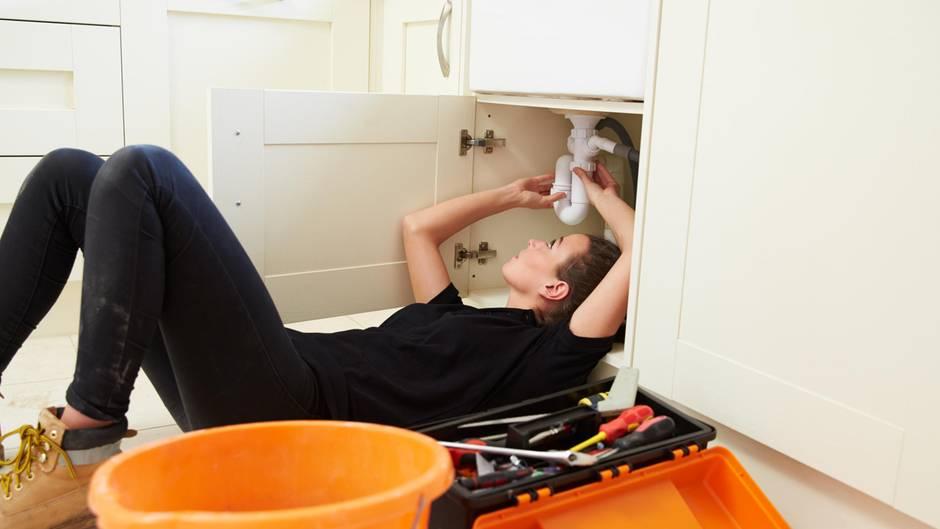 Viele Reparaturen lassen sich selbst erledigen, das kostet auch nicht mehr Nerven, als das Warten auf den Handwerker.
