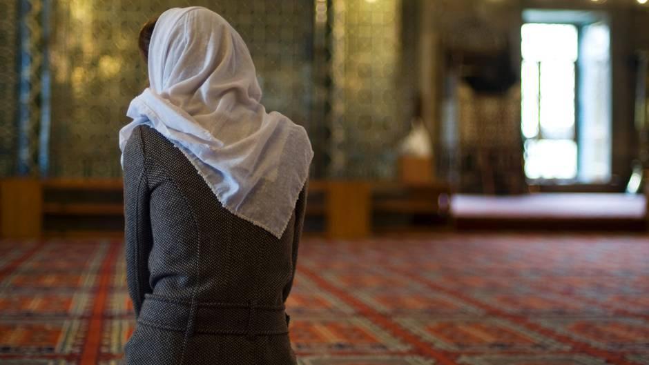 Mit 15 zog Linda W. in das Kalifat des IS (Symbolbild)