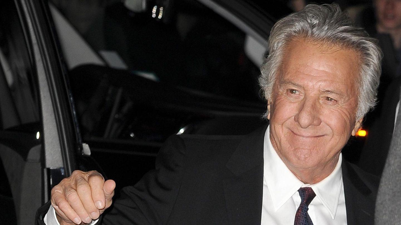 Dustin Hoffman in Anzug und mit Krawatte