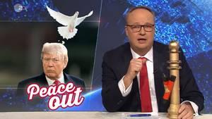 Oliver Welke verleiht Donald Trump den Goldenen Vollpfosten