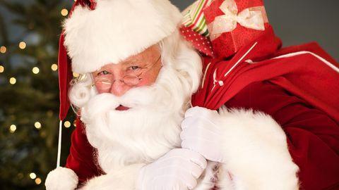 Moderne Weihnachtsmänner müssen mehr Geschenke schleppen als früher