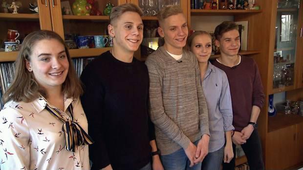 Noch sind sie alle daheim in Auerbach: Die Fünflinge an ihrem 18. Geburtstag im Januar 2017.