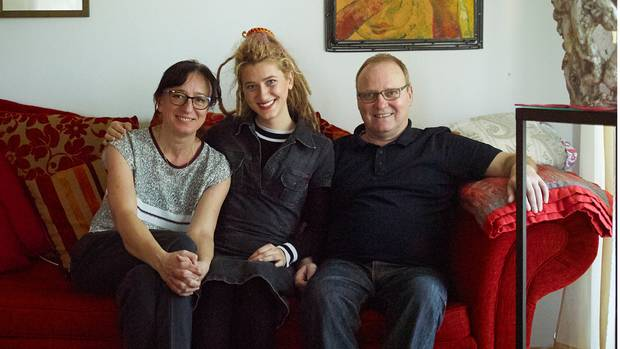 Natia Todua mit ihrer Gastfamilie, den Schmitts