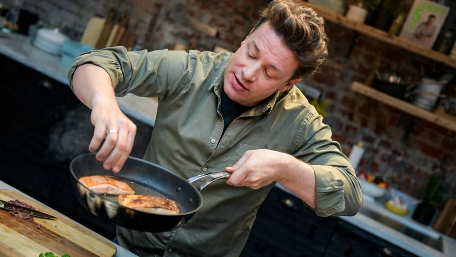 Jamie Olivers Ultimative Kochtipps Lachs Nicht Auf Der Hautseite