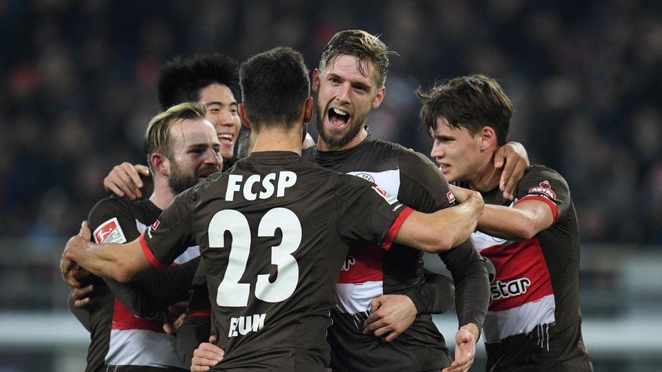 Lasse Sobiech (M.) vom FC St. Pauli machte ein Tor selber und stoppte viele Angriffe des VfL Bochum
