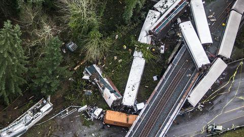 Nach jüngsten Angaben starben bei dem Zugunglück in den USA drei Menschen