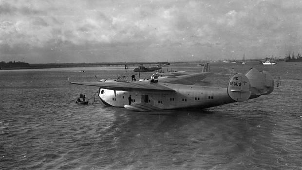 Eine Flugboot benötigt keine befestigte Bahn. Nach dem Zweiten Weltkrieg gab es genügend Flugplätze mit Start- und Landebahnen.