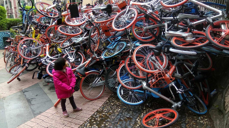 Januar  Shenzhen, China. Das mit den Leihrädern, das üben wir nochmal. Dieser Berg von Rädern besteht nämlich aus ausgeliehenen Drahteseln, die nach Gebrauch achtlos auf der Straße liegen gelassen wurden. Kein Wunder, dass sie jetzt repariert werden müssen.