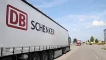 Lkw von DB Schenker, dem Logistikunternehmen der Deutschen Bahn
