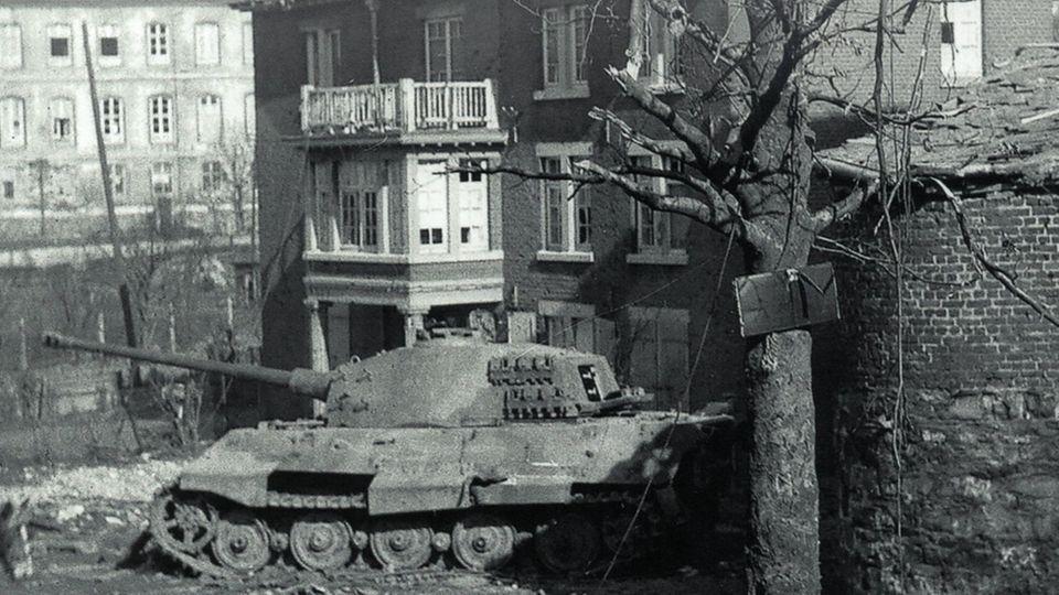 Ende der Reise: Der abgeschossene Tiger II 222.