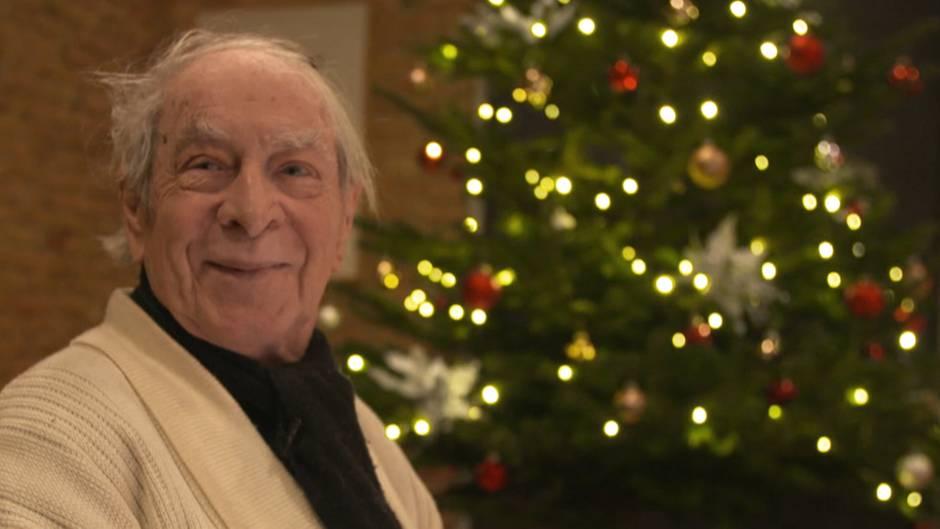 Herr Kühne freut sich über das gelungene Weihnachtsessen mit sechs Frauen.