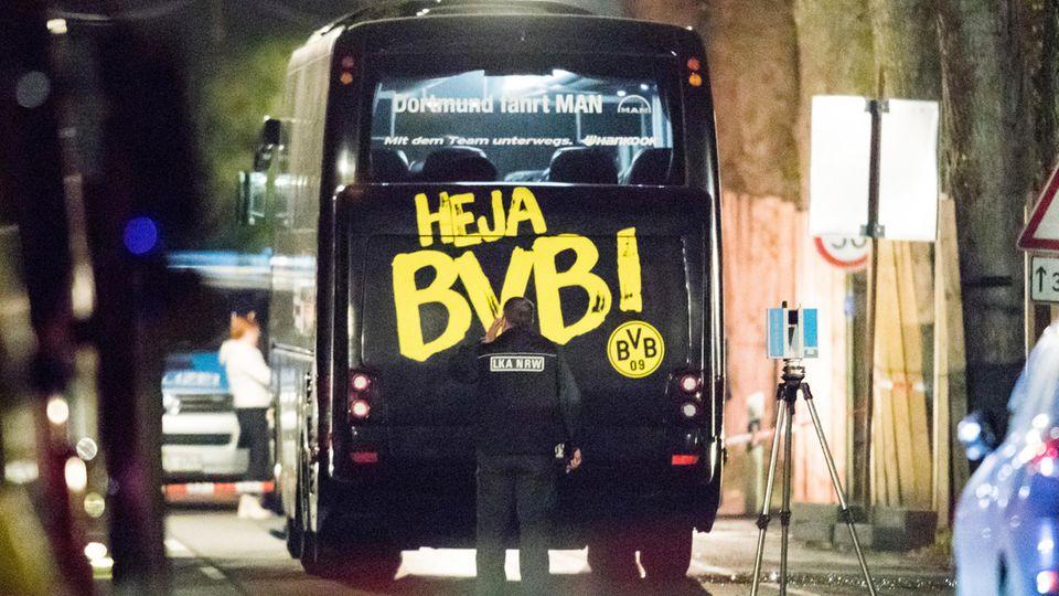Der Mannschaftsbus de BVB nach dem Anschlag