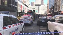 Polizei- und Rettungswagen in der Flinders Street in Melbourne