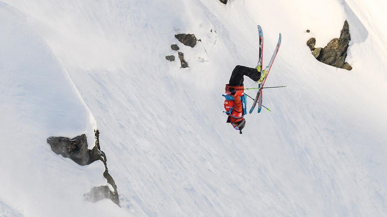 April    Verbier, Schweiz. Ryan Faye in Aktion bei den Freeride-Weltmeisterschaften in den Alpen. Am Ende belegte der US-Amerikaner den 3. Platz.