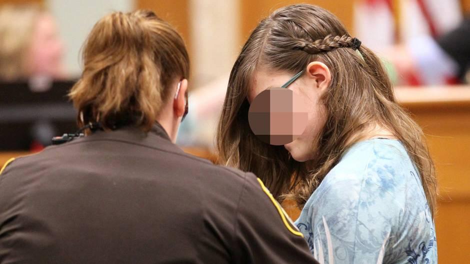 Die heute 16-Jährige bei ihrer Gerichtsverhandlung zum Mordversuch an einer Mitschülerin