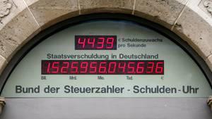 Die Schuldenuhr des Bundes der Steuerzahler in Berlin