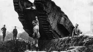 Ein britischer Tank bei Cambrai.