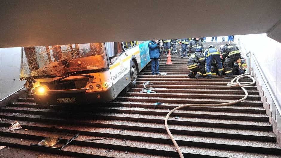 Moskau: Tote und Verletzte - Bus fährt in Menschenmenge - Polizei geht von Unfall aus
