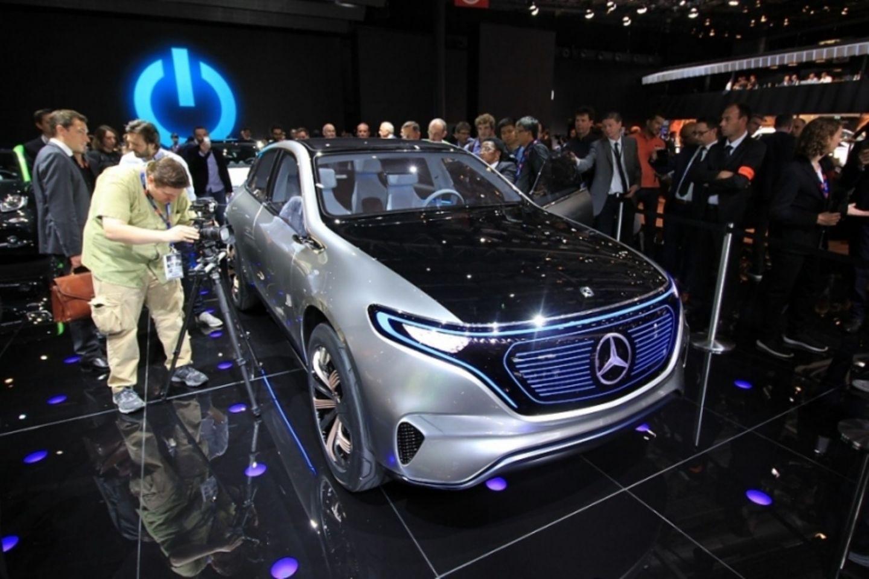 Der Mercedes EQ tritt gegen Teslas Model X an