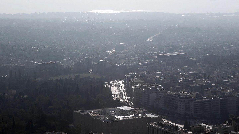 Smog liegt über der griechischen Stadt Athen