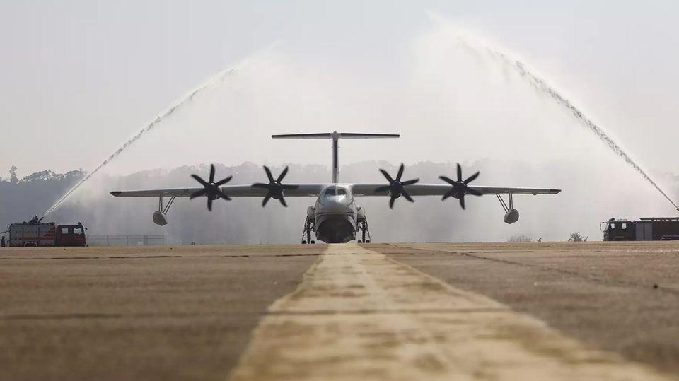 Die AG600 Kunlong kann auf Wasser und von Land aus starten.