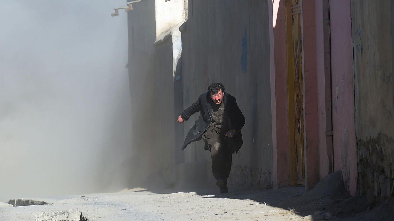 Kabul, Afghanistan: Ein Mann flieht vor einer Explosion