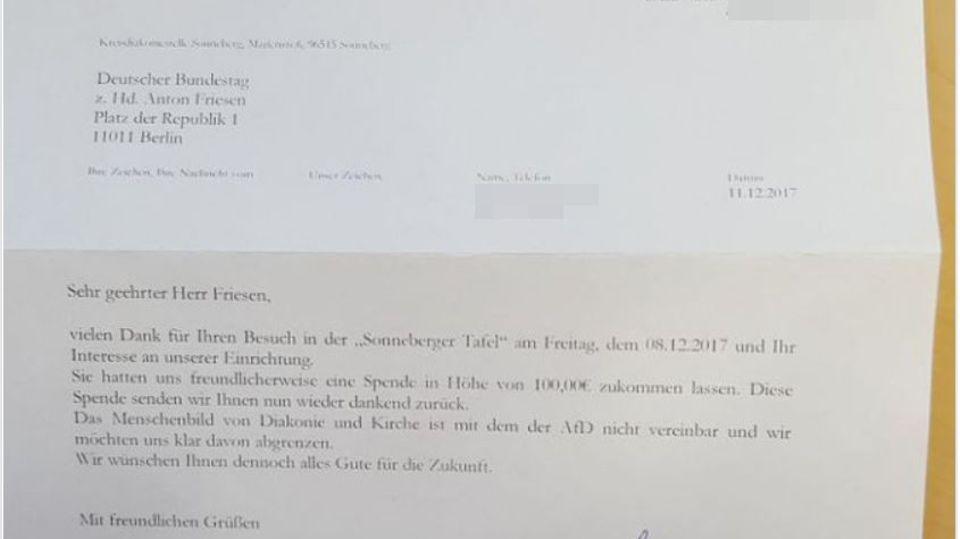 Ein Foto zeigt ein Schreiben der Tafel Sonneberg, in der die Diakonie die Rückgabe der Spende an den AfD-Politiker begründet