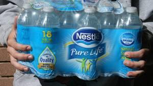 Nestle Wasserflaschen