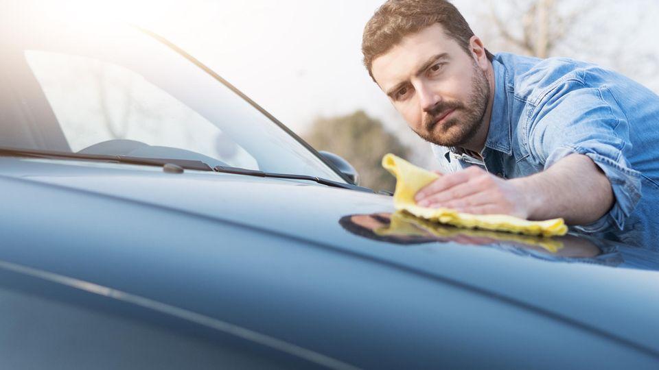 Lackversiegelung fürs Auto: Welche Autopflege schützt den Lack am besten?